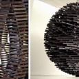 De beelden van de Schot Aeneas Wilder (1967) zijn meestal luchtige constructies gestapeld uit hout. Ze worden door zorgvuldige stapeling en door zwaartekracht bij elkaar...